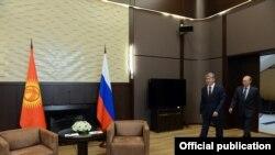 Атамбаев менен Путиндлин өткөн жылкы Сочидеги жолугушуусу.