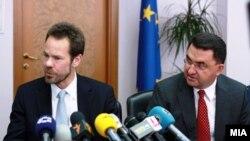 Министерот за финансии Трајко Славевски и новиот шеф на Мисијата на ММФ во Македонија, Вес Mек Гру