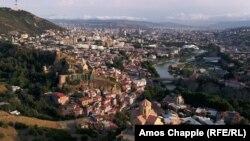 Вид столицы Грузии, города Тбилиси (архивное фото)