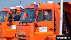 Володимир Путін за кермом «Камазу» перед відкриттям Керченського моста