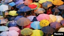 Зонтики протестующих в Гонконге