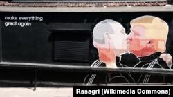 Граффити на стене ресторана в Вильнюсе