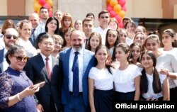 Armenian Prime Minister Nikol Pashinian (center) and Chinese Ambassador Tian Erlong (left) pose for a photo with students of the Chinese-Armenian Friendship School in Yerevan in August 2018.