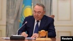 رئیسجمهوری قزاقستان دلیلی برای کنارهگیری خود از قدرت اعلام نکرده است.