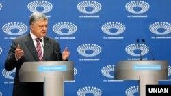 Петр Порошенко на НСК «Олимпийский» в Киеве, 14 апреля 2019 года