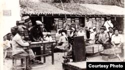 1935-1936 елларда Отуз авылындагы Киров колхозында кырымтатарлар Мәскәү, Петербур һәм Харьковка озатылучы йөзем һәм башка җиләк-җимешне салу өчен тартмалар ясый