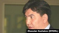 "Аслан Сәрінжіпов ""Назарбаев университеті"" президенті кезінде. Астана, 8 қазан 2010 жыл."