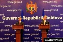 Dacian Cioloș și Iurie Leancă la conferința de presă, Chișinău, 11.10.2013