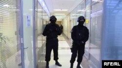 Отряд спецназа на летучке Навального