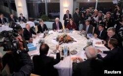 Ангела Меркель, Петро Порошенко, Франсуа Олланд, Володимир Путін та Франк-Вальтер Штайнмайєр на перемовинах з приводу мирного процесу на сході Україні, що зайшов у глухий кут. Берлін, 19 жовтня 2016 року