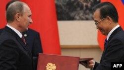 Премьер-министр РФ Владимир Путин и председатель КНР Ху Цзиньтао. Пекин, октябрь, 2011 г.