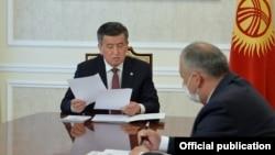 Президент Сооронбай Жээнбеков и премьер-министр Кубатбек Боронов.