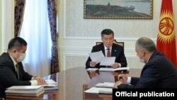 Президент Сооронбай Жээнбеков Кубатбек Бороновду кабыл алып жаткан учуру. 15-июнь, 2020-жыл.