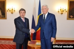 Valeri Kuzmin la o primire la București la ministrul de externe Teodor Meleșcanu