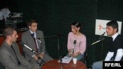 «14-24»ün qonaqları bir masa arxasında, 14 noyabr 2006