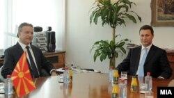 Средба меѓу поранешните премиери на Mакедонија, Бранко Црвенковски и Никола Груевски. 07 септември 2011