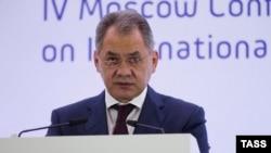 Министр обороны России Сергей Шойгу выступает на конференции по международной безопасности в Москве. 16 апреля 2015 года.