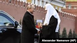 Президент Росії Володимир Путін (ліворуч) і Московський патріарх Кирило. Москва, 4 листопада 2018 року