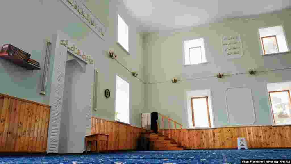 Camide başından berli olğan dört pencere saqlap qaldı