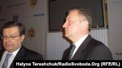 Віце-прем'єр Костянтин Грищенко (ліворуч) та колишній прокурор Криму Віктор Шемчук, Львів, 4 березня 2013 року
