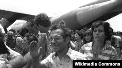 Заложников, освобожденных в Уганде, встречают в Израиле. 1976 год