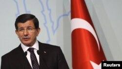 Премьер-министр Турции Ахмет Давутоглу на пресс-конференции в Стамбуле. 14 октября 2015 года.