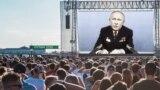Владимир Путин с наградами Леонида Брежнева выступает перед народом. Коллаж