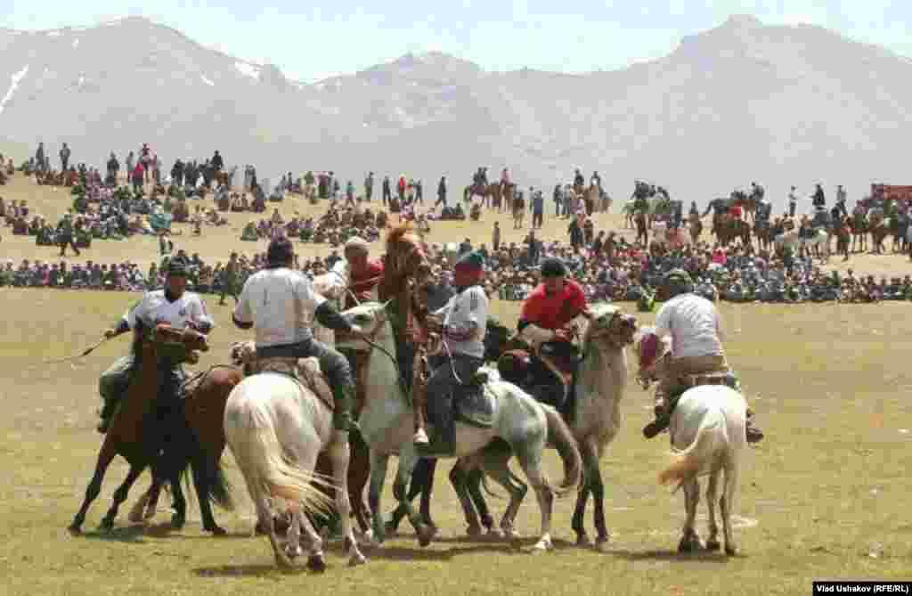 Национальные конные игры