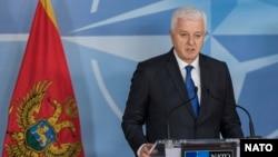 Kryeministri i Malit të Zi, Dusko Markovic në konferencën për media në selinë e NATO-s në Bruksel, më 26 janar, 2017