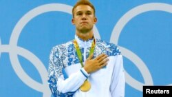 Қазақстандық жүзгіш Дмитрий Баландин Рио Олимпиадасының марапаттау рәсімінде. 10 тамыз 2016 жыл.