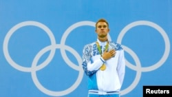 Спортсмен Дмитрий Баландин из Казахстана стал олимпийским чемпионом.
