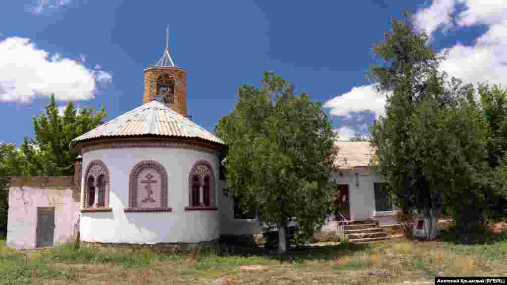 До будівлі, де розміщується ще музей і бібліотека, в 2003 році прибудували храм в ім'я Бахчисарайської ікони Божої матері. Наприкінці XIX століття це була садиба заможного німця-переселенця