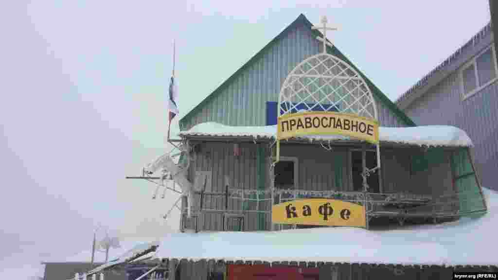 Підприємці з селища Охотніче все ж таки намагаються заробити «копійку» і боряться за кожного клієнта. Але за день сюди добираються тільки близько 10 осіб