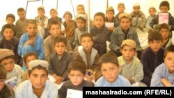 Афганские мальчики в лагере для беженцев. Иллюстративное фото.