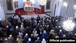 Ուրուգվայ - Հայաստանի նախագահ Սերժ Սարգսյանի հանդիպումը ուրուգվայահայ համայնքի ներկայացուցիչների հետ Սուրբ Ներսես Շնորհալի եկեղեցում, Մոնտեվիդեո, 10-ը հուլիսի, 2014թ․