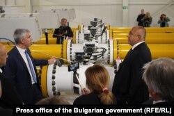 Прем'єр-міністр Болгарії Бойко Борисов (п) відкриває першу ділянку газопроводу, що поєднує «Турецький потік» із болгарською ГТС, жовтень 2019 року