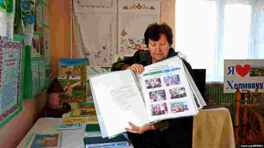 Завідувач бібліотекою Антоніна Соколова більше ніж 13 років дбайливо зберігає все, що пов'язане з Євгеном Адамцевичем. Щорічно до дня народження кобзаря вона організовувала в сільській школі тематичні ранки. Після 2014 року ухвалене рішення їх проводити тільки до ювілею Адамцевича. «Це єдиний знаменитий чоловік, який жив у нашому селі», – каже Соколова.