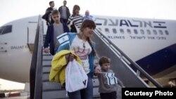 Израилге туруктуу жашоо үчүн кетип жаткан орусиялыктар