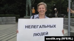 Elena Ryabinina - human rights activist from Moscow, picket against camps for migrants in August 2013