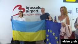 Українці святкують «безвіз» в аеропорту Брюсселя, 11 червня 2017 року