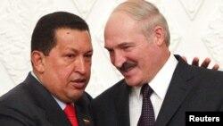 Ҳуго Чавез ва Александр Лукашеко, раисониҷумҳури Венесуэла ва Белорус ҳини мулоқот дар Минск