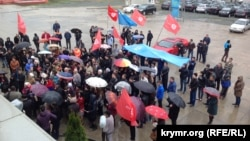 Protesters demonstrate in support of the ATR TV station in Crimea on March 31.