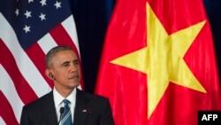 Barack Obama Hanoyda mətbuat konfransında