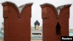 Russia -- The logo of Russia's top crude producer Rosneft is seen at the company's headquarters, behind the Kremlin wall, in central Moscow, 27May2013
