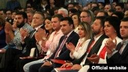 Архивска фотографија од 22 Конгрс на СДСМ каде присуствуваат Заев и Црвенковски.
