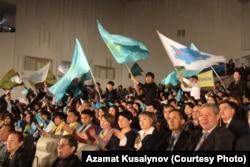Зрители на концерте в честь Дня первого президента Казахстана. Алматы, 28 ноября 2012 года.