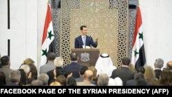 Սիրիայի նախագահ Բաշար ալ-Ասադը ելույթ է ունենում Դամասկոսում հասարակական կազմակերպությունների և գործարար շրջանակների ներկայացուցիչների հետ հանդիպման ժամանակ, 26-ը հուլիսի, 2015թ․