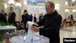 Владимир Путин на парламентских выбороах, Москва, 18 сентября 2016