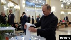 Оьрсийчоь -- Парламентан харжамашкахь кхажтосуш ву Оьрсийчоьнан президент Путин Владимир, Гезг. 18, 2016