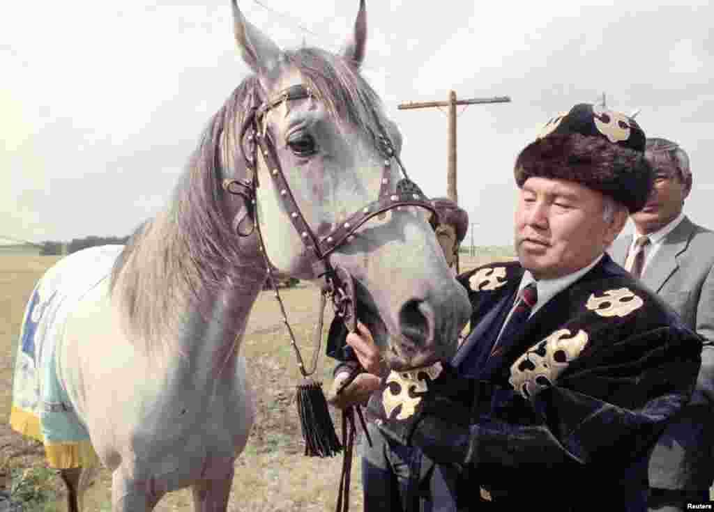 Назарбаев Көкшетау аймағында жүр. 2000 жылдар.